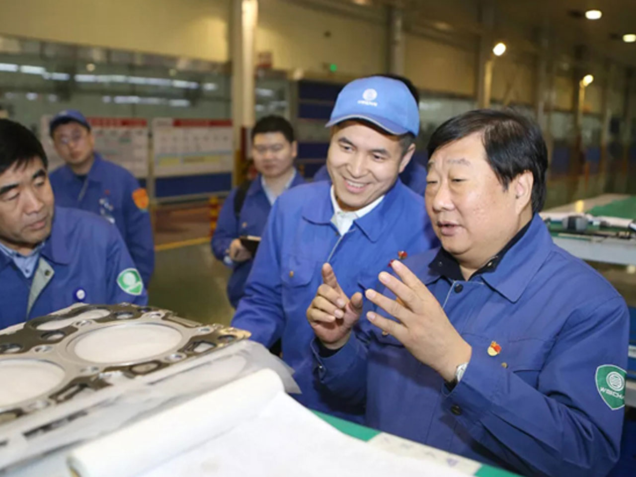 Returning from the Two Sessions, Tan Xuguang Shows Great Concern about the First-line Production Staff